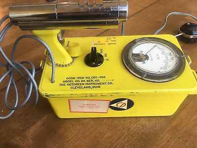 Victoreen CDV-700 6A Geiger Counter Radiation Detector with headset WORKS