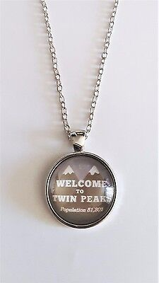 """Twin Peaks """"Welcome To"""" Logo Glass Domed Silver Chain Necklace/Pendant"""