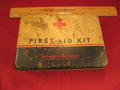 Vintage METAL TIN FIRST AID KIT USA JOHNSON & JOHNSON No 16 Red Cross Hinged Lid