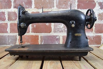 Antique Singer 31-15 Heavy Duty Sewing Machine