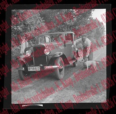 10118a❚ ORIGINAL Negativ (no photo), Mann mit Hund am Auto , Oldtimer , PKW Opel