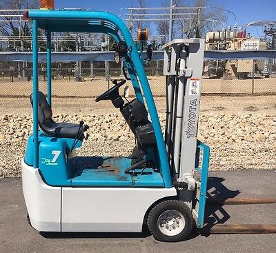 2002 Toyota Ultra Compact 3FBK7 1500lb Forklift, Pneumatic Ride On Electric