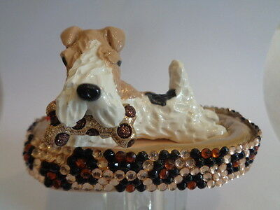 Hand Sculpted*****wire Fox Terrier In A Fancy Dog Bed*****art Figurine