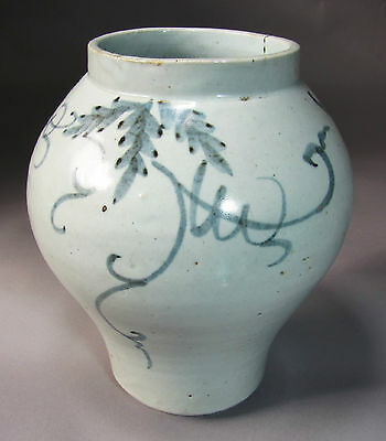 A Very Fine and Rare Korean Blue and White Grape Vine Painted Jar-19th C