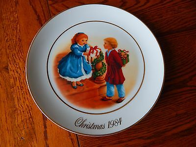 """1984 Fourth Edition """"Celebrating The Joy Of Giving"""" Avon Collector Plate 9"""""""