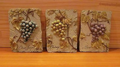 Lot of WINE / GRAPES DECOR  3 qty PLAQUES / TILES & 4 qty WOVEN CLOTH PLACE MATS