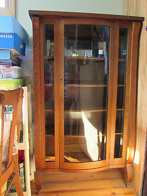 Oak Antique China Cabinet Arts&Crafts Style with Curved Glass Door
