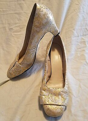 Arpeggios shoes Heels Size 7 Made in USA Vintage Victorian  Gold Silver costume