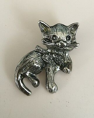 Adorable Vintage Cat With Bow Brooch  In Pewter Tone Metal