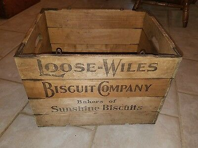 """""""Loose-Wiles Biscuit Company/Sunshine Biscuits"""" Hubbard's Folding Wood Box. LOOK"""