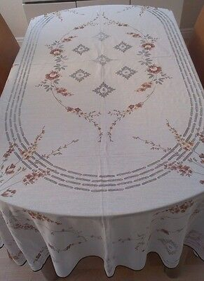 """Vintage White Spanish Lace Tablecloth ~ Floral Pattern ~ 79"""" X 53"""""""