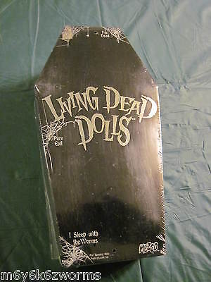 Living Dead Doll Series 5 Black And White Version Vincent Vaude Half Opened