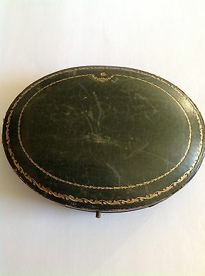Antique Oval Hinged Antique Jewellery Brooch / Necklace Box