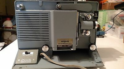 Vinatage ARGUS Showmaster S500 8mm Film Projector with Reel and Case - Works!