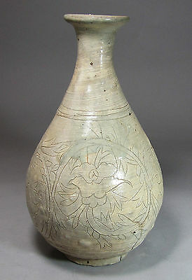 A Rare and Fine  Korean Punchong Bottle Incised with Peony Blooms-16th C