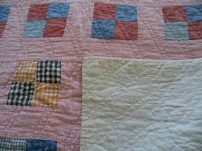 ANTIQUE AMERICAN 1940s VINTAGE OLD PATCHWORK COT SMALL QUILT PINK CHECK  SQUARE