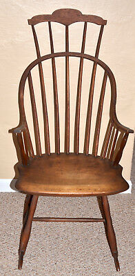 Antique New England Windsor Continuous Arm, Comb Back Rocker 18th Century