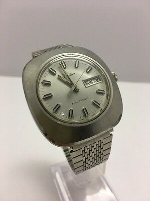 Swiss Made Tradition Electronic Vintage Day Date Watch Large Size