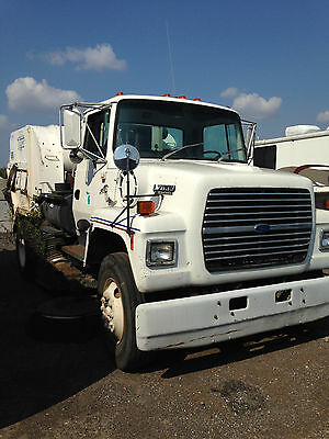 1998 White L7000 Ford Sweeper Truck (Well maintained)