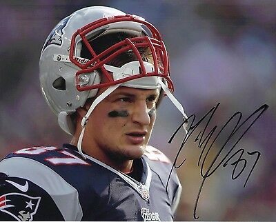 Rob Gronkowski Signed 10X8 Photo New England Patriots AFTAL COA (B)