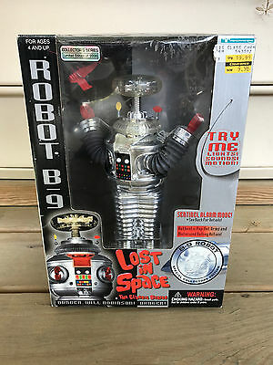 1997 Trendmasters Lost in Space Remote Control Robot B-9 Special Collectors