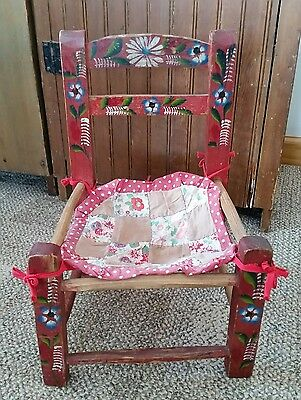 Vintage Painted Wooden Child's or Dolls Chair (in great condition!)