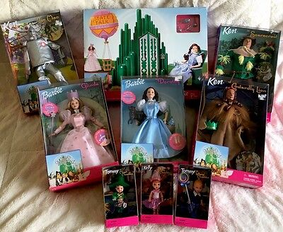 1999 BARBIE WIZARD OF OZ COMPLETE SET OF 8 DOLLS and Omaha State Fair PLAYSET