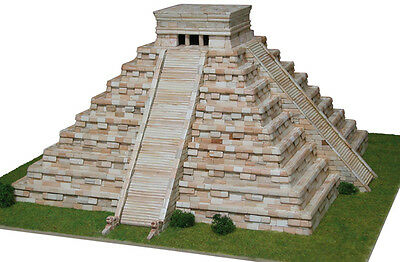 Aedes 1270. Modell Tempel Kukulcan (Mexico). Backsteinbau
