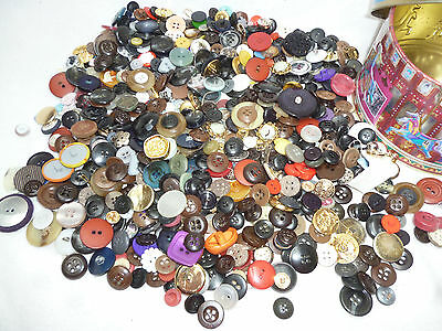 VINTAGE BUTTONS & TIN - LARGE ASSORTMENT (approx 600gms)