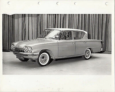FORD CLASSIC FOUR DOOR SALOON, CAR REG No.403 VPU, PHOTOGRAPH.