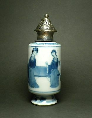 Fine Chinese blue and white porcelain bottle, Kangxi Period,