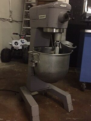 HOBART MODEL D300 30 Quart MIXER W/bowl, hook, whisk & paddle. 208V.