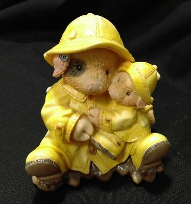 This Little Piggy Showering  With Hogs Pig Piglet Yellow Rain Coat 1995 Enesco