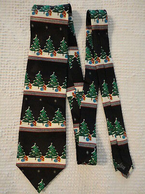 Men's Christmas Tree Neck Tie (Holiday Traditions by Hallmark) 100% Silk