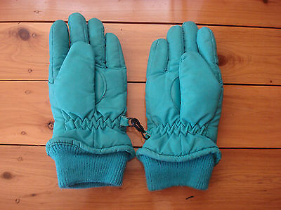 kids gloves for the snow size S - well loved but still more wears remaining