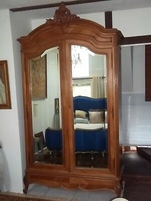 Beautiful Louis Xv Style French Antique Armoire /fabulous Carved Pediment