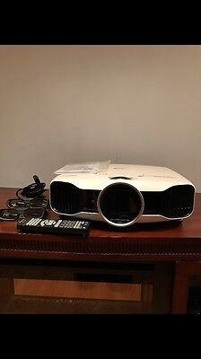 projector epson 5030UB Lightly Used Pre Owned