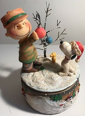 Peanuts Woodland Figurine Musical Charlie Brown Snoopy W/box Oh Christmas Tree