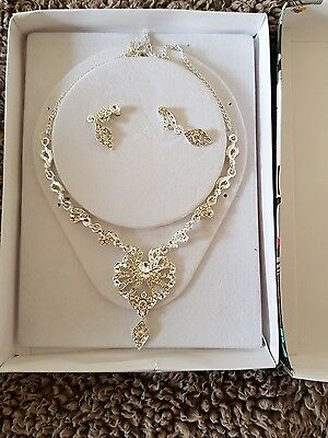 Silver jewellery set, earrings and necklace. Indian jewellery too