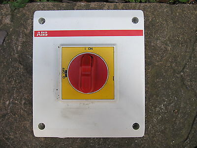 ABB Enclosed Isolator Switch OTP25BA3M 1SCA022401R3600