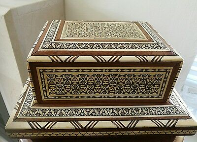 Vintage Wood INLAID BONE & MOTHER OF PEARL  Footed Cigarette Music Box