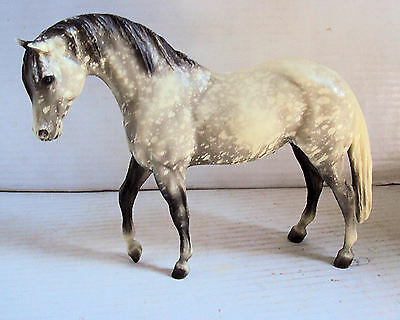 Breyer traditional model horse - Azteca - dapple grey with white tail.Eith