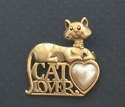 Signed  Danecraft   Cat Lover  Brooch In Gold Tone Metal W/Faux Pearl Heart