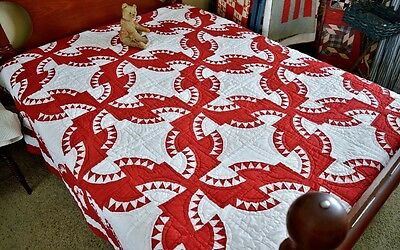 Beautiful American Hand Sewn Antique Red and White Drunkards Path Quilt *