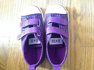 NWB Girl's Converse Toddler shoes size 10