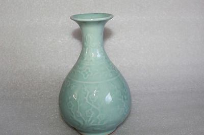 CHINESE CELADON POTTERY VASE ZHONGGUO LONGQUAN MARK LATE 20th C