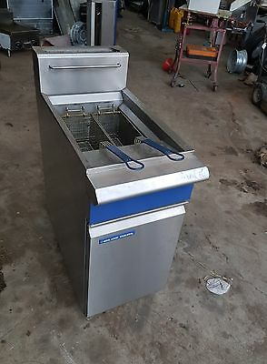 COMMERCIAL CAFE RESTAURANT BLUE SEAL GT18  nat Heavy Duty Deep Fryer 3 years old