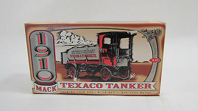 ERTL 1910 Mack Texaco Tanker Collector Series 12 Coin Bank with Lock and Key