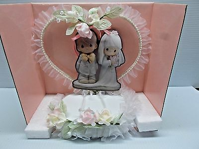PRECIOUS MOMENTS HEART SHAPED WEDDING CAKE TOPPER NEW c