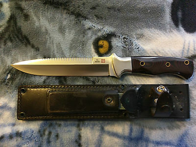 Al Mar 3005 sere fighting knife serrated never used or sharpened mint